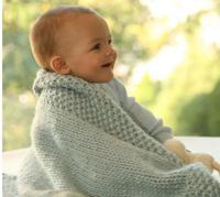 Вязаный спицами плед для новорожденного