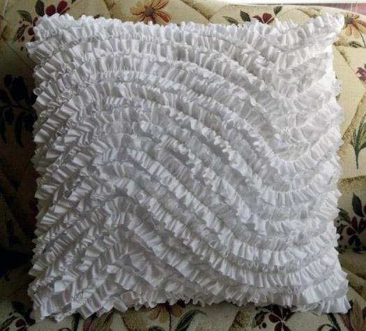 Готовая подушка с рюшечками своими руками